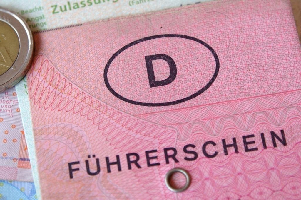 Autoversicherung-Berlin-Was-ist-eine-Fuehrerscheinregelung-Versicherungsmakler-Berlin-Andre-Boettcher